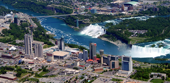 Niagara, city centre, tourism. Niagara Falls development projects. New condominium development.